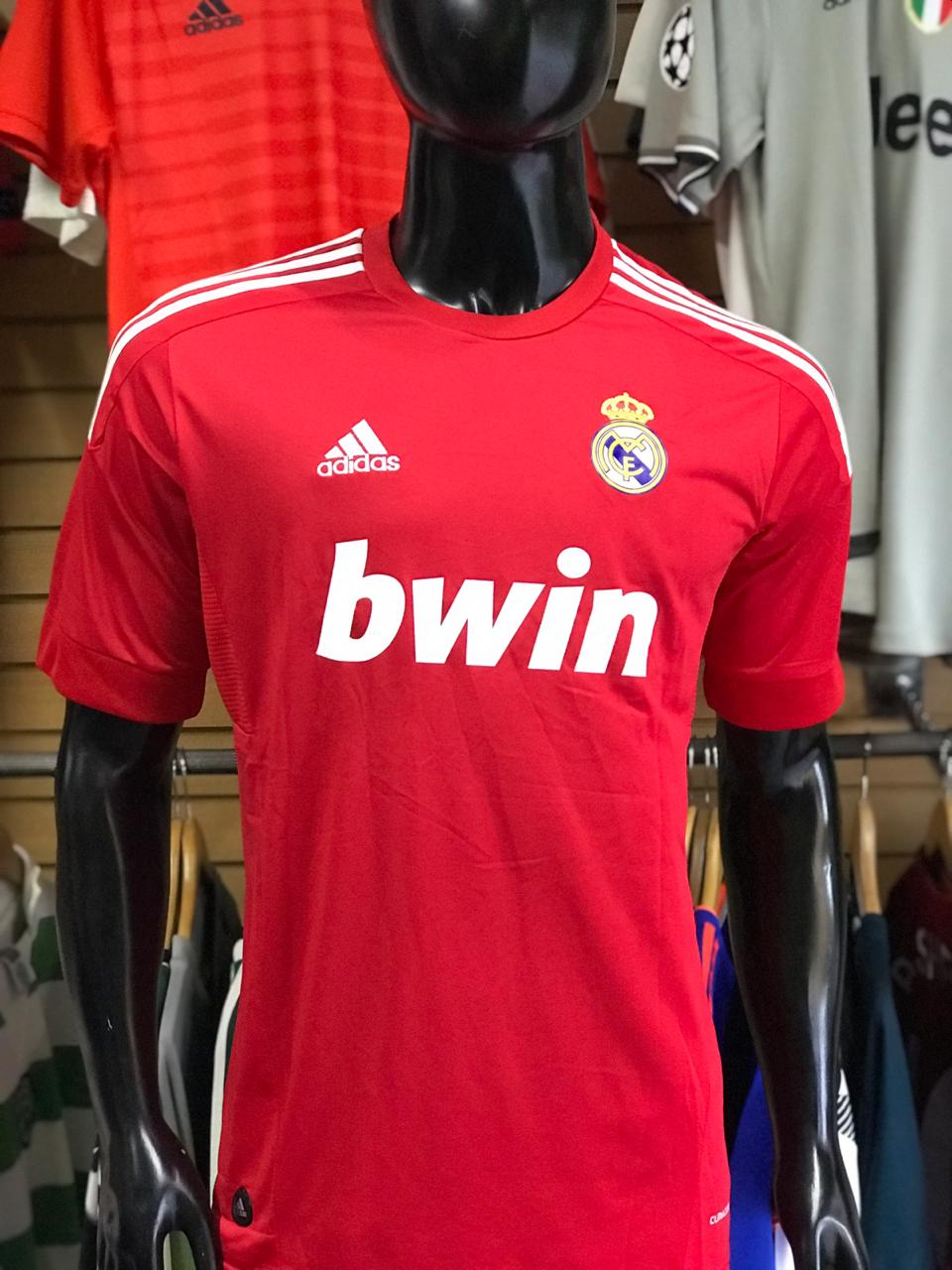 43d708e0902f4 Camiseta Retro Roja Real Madrid - Fútbol de Primera